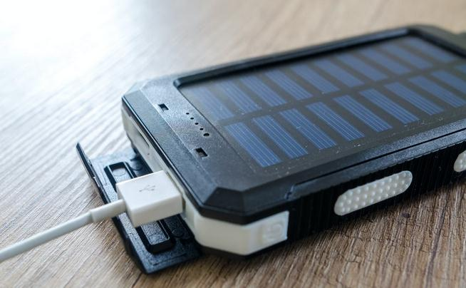 Why is it Important to Keep Your Phone Charged While Traveling?